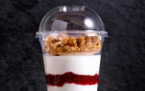 Yoghurt met cruesli en jam